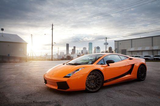 ламборгини, ламборджини, галлардо, оранжевый, город, солнце, блик, небо, Lamborghini