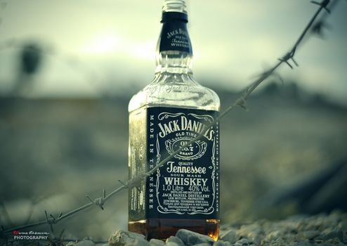 jack daniels, whiskey, barbed wire, desert, sunset, photo