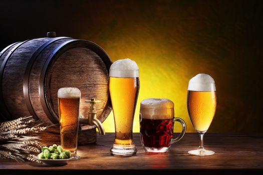 barrel, glasses, goblet, mug, beer, foam, ears, plate, light, dark