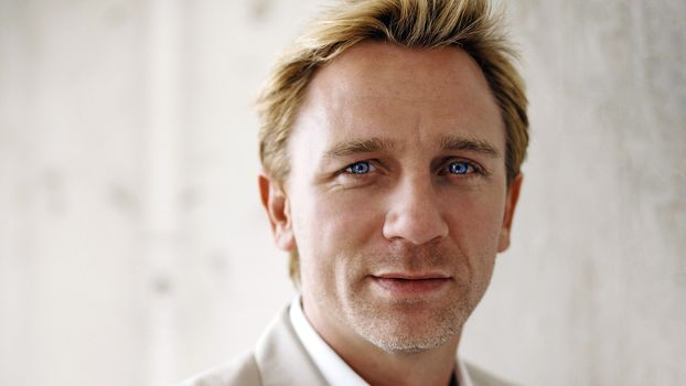 Daniel Craig, blue eyes