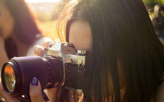 фото одной девушки брюнетки сфотографировано в москве