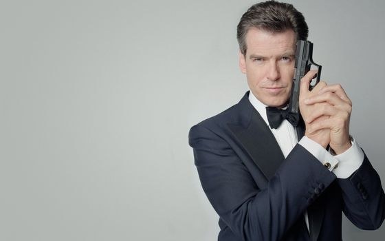 Pierce Brosnan, gun, James Bond, view