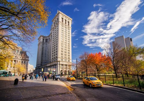 небо, Нью-Йорк, люди, такси, небоскребы, осень, здания, машины, город, дорога, США, парк, улица, облака, дома, Манхэттен