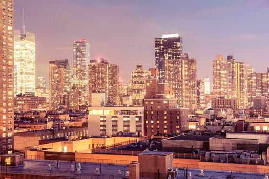 вечер, дома, Манхэттен, огни, Мидтаун, Нью-Йорк, крыши, небоскребы, город, окна, здания, высотки, США, свет