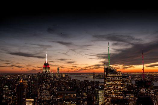 панорама, дома, Нью-Йорк, здания, Эмпайр-стейт-билдинг, вечер, вид, облака, город, США, огни, оранжевый, закат, высотки, Манхэттен, небо, небоскребы