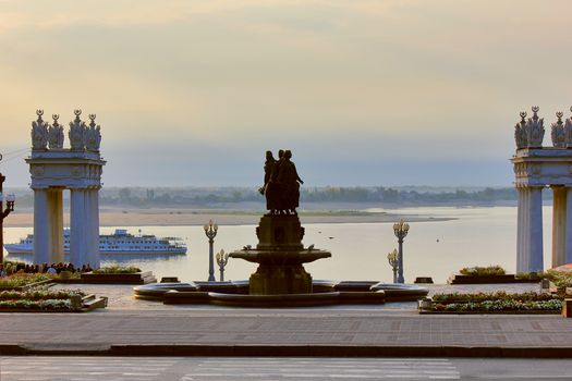 Russia, city, Volgograd, river, Volga, Fantan, Friendship between nations, 1957, statue, road, column, lantern, twilight