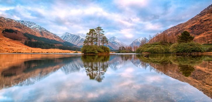 Lochan Urr, Scottish Highlands, Glen Etive, Scotland, Lake Lohan-Urr, Highlands, Valley Glen Etive, Scotland, lake, Mountains, island, reflection, trees