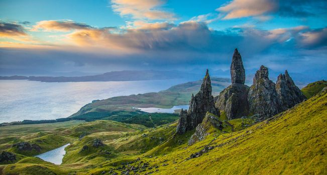 Old Man of Storr, Isle of Skye, Scotland, Old Man Rock-of-Storr, Isle of Skye, Scotland, Rocks, valley, Lake, panorama
