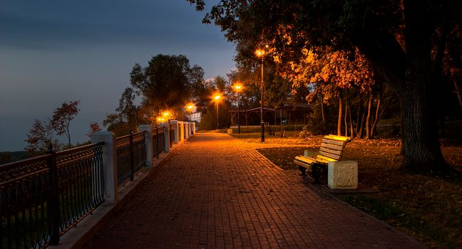 Kirov, Russia, embankment, Promenade, morning, night, twilight, DAWN, tour, TRACK, park, bench, city, lights, trees