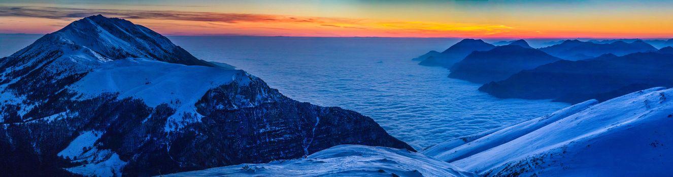 Феррара-ди-Монте-Бальдо, Италия, Верона, горы, закат, пейзаж, панорама