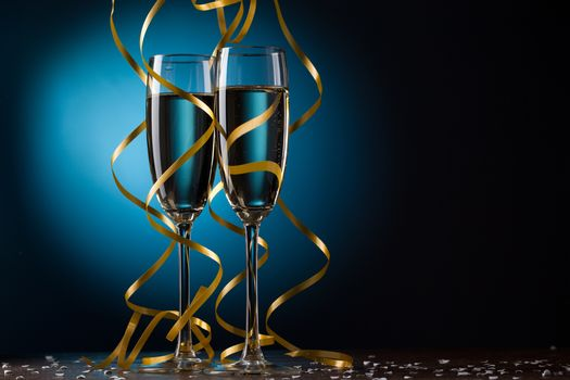 бокалы, ленты, шампанское