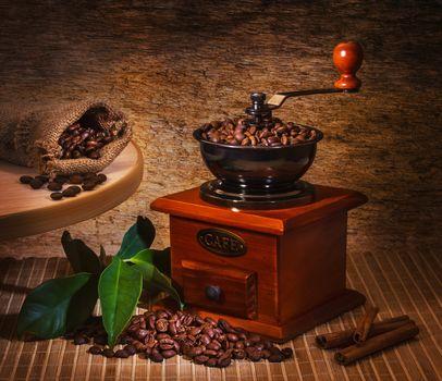 кофе, зёрна, листья, кофемолка