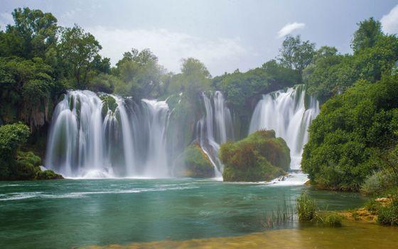 Кравице Водопады, Река Trebizat, Босния и Герцеговина, Водопад Кравице, Река Trebizhat, Босния и Герцеговина, водопады, река, деревья