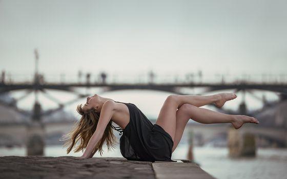 девушка, вне, ноги, набережная, река, настроение