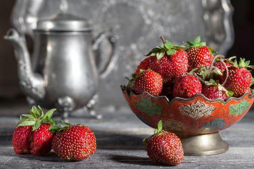 ягоды, клубника, чайник