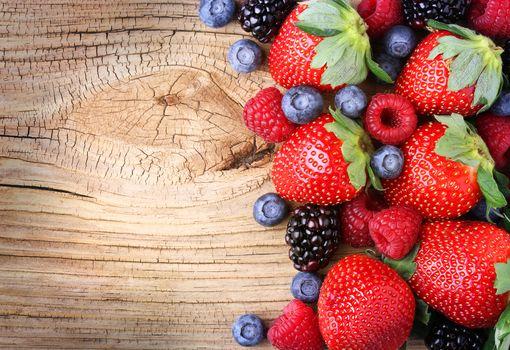 ягоды, клубника, голубика, малина, ежевика