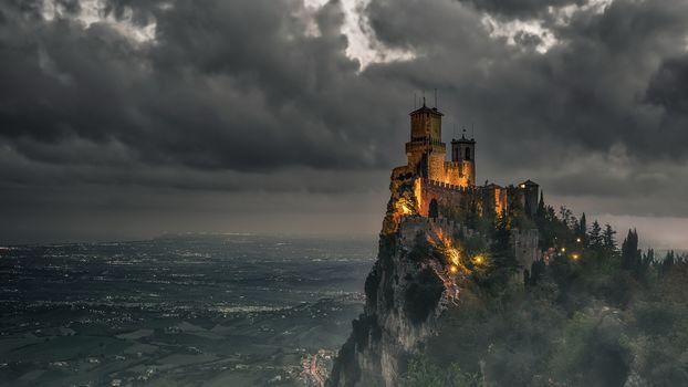 замок, старинный, старина, история, пейзаж, архитектура, скалв, высота, тучи, огни