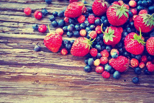 ягоды, клубника, земляника, голубика