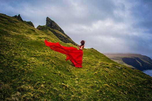 Мичинес, Фарерские острова, Дания, остров Мичинес, Фарерские острова, Дания, девушка, красное платье, побережье