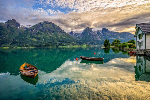 Oppstrynsvatnet озеро, Hjelledalen, Норвегия, Норвегия, озеро, горы, лодки