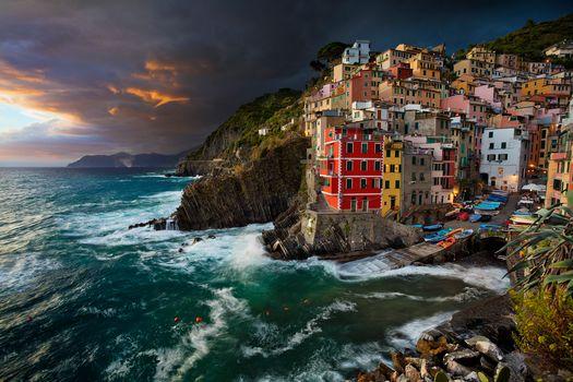 Риомаджоре, Cinque Terre, Лигурия, Италия, Лигурийское море, Риомаджоре, Cinque Terre, Лигурия, Италия, Лигурийском море, море, здания, побережье, ночь