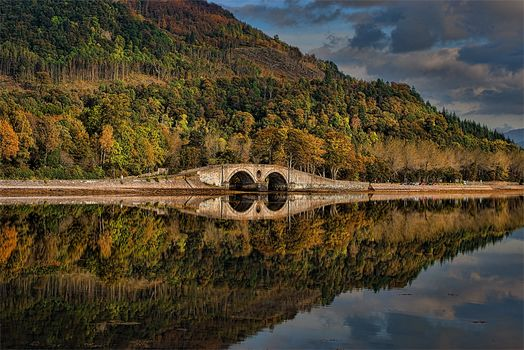 Inveraray, Argyll and Bute, Scotland, Loch Fyne, Inveraray Bridge, Aray Bridge, Inverari, Scotland, Ozyero Loch Fine, autumn, lake, bridge, reflection, forest, trees