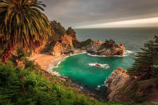 McWay водопад, Big Sur, Калифорния, Юлия Пфайфер Бернс State Park, море, океан, берег, водопад, закат, пейзаж