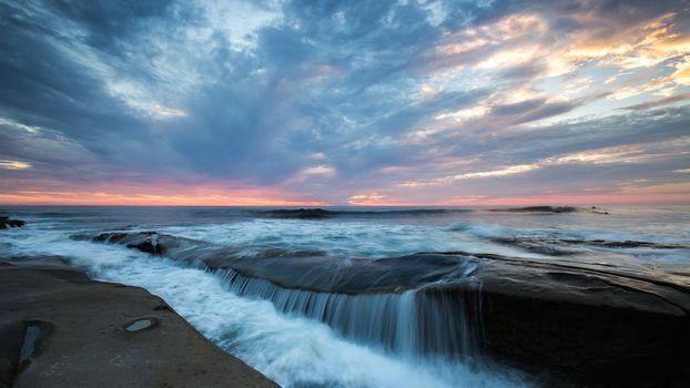 закат, море, берег, водопад, скалы, пейзаж