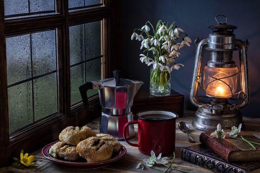cakes, flowers, Podsnezhniki, bakery products, Cup, still life, kerosene, paraffin, lamp, window light, raindrops, window, pot, espresso cafe, coffee, breakfast, Spring