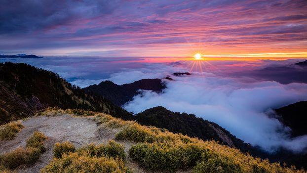 Закат, рассвет, туман в горах (16:9)