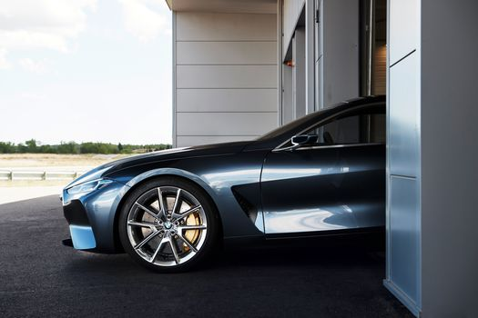 BMW, BMW 8-Series Concept, 2017, BMW, concept car, garage, Departure, wheel, disk, wheel arch, bumper, wall, asphalt, front end, shadow, compartment, bumper, sky, clouds