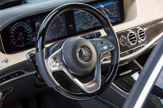Mercedes-Benz S-Klasse S 560, a car, car