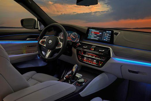 BMW 6er Gran Turbo 640i xDrive, a car, car