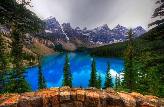 Озеро Морейн, Канада, Озеро Морейн, Альберта, Канада, озеро, горы, деревья, скалы, пейзаж