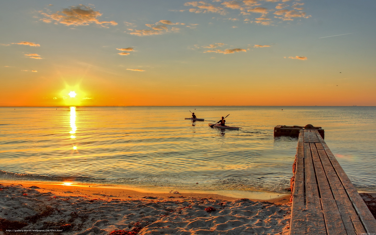 лодка сверху песке закат