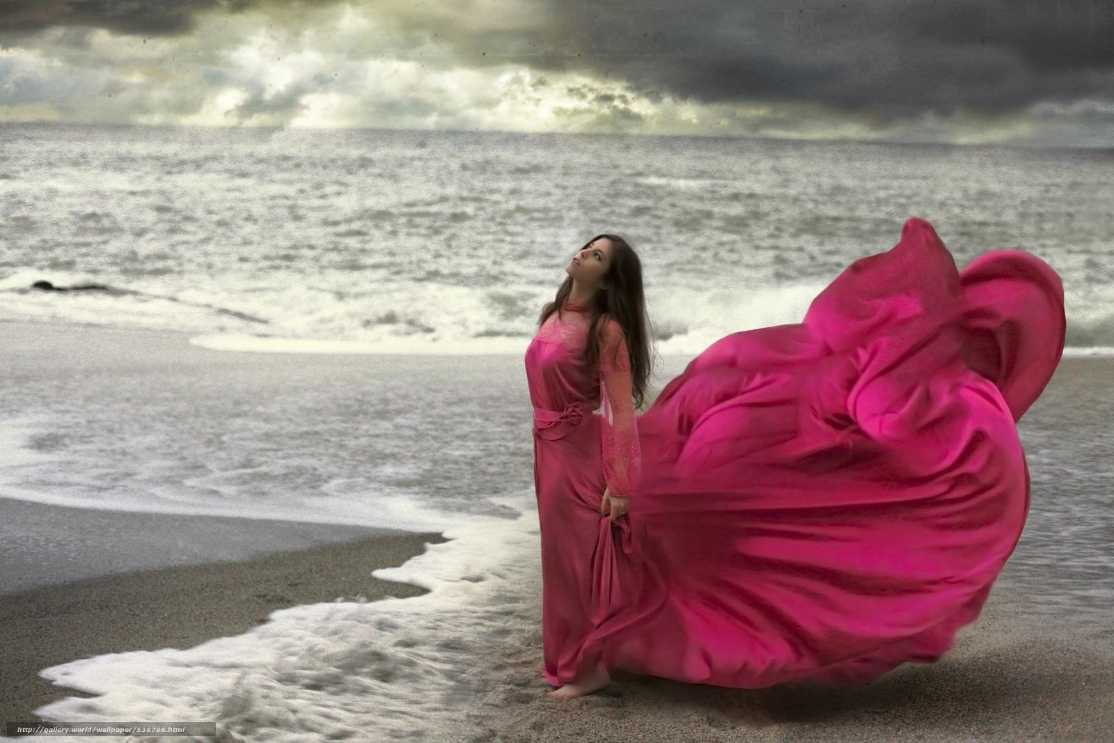 Женщины в длинных платьях