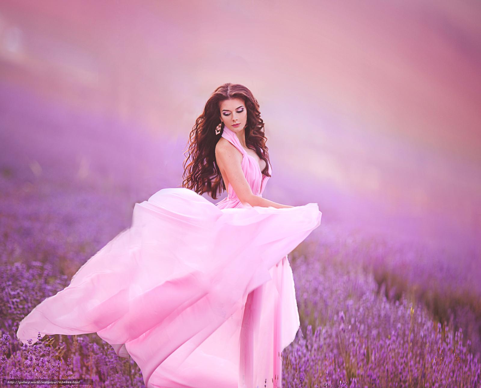 Девушка в розовых цветах