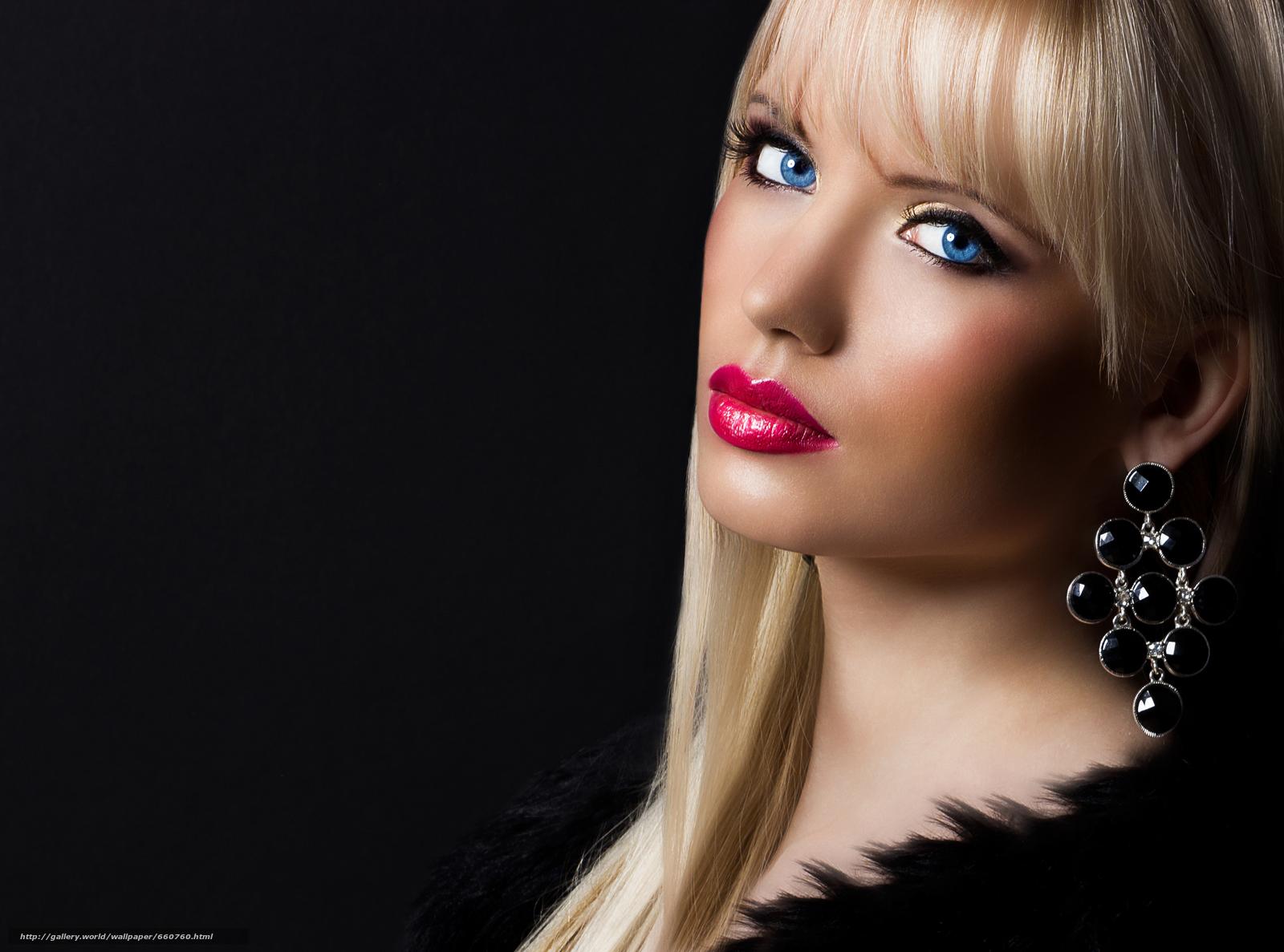 Фото блондинки с красивым макияжем