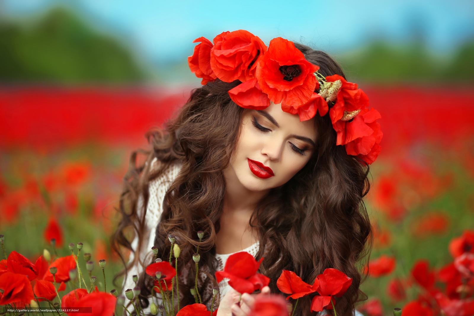 Девушки с и с цветами и