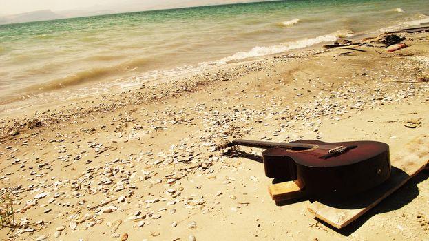 guitar, sea