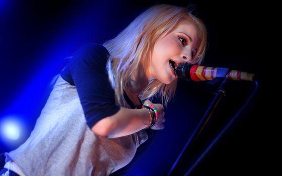 Hailey, Williams, singer, sings, concert