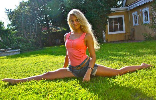 Emilie Nereng, white beauty, blond