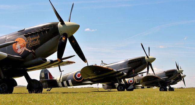 fighter, British, grass, aircraft, field, link