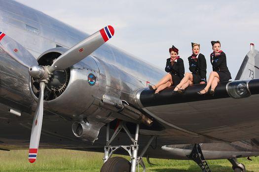 Girls, airlifter