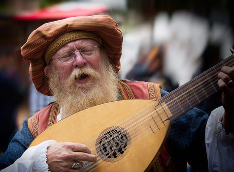 lute, musical instrument, old man, beard, glasses, singing