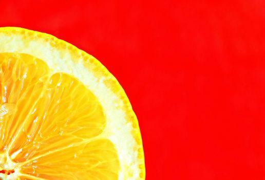 лимон, долька, красный фон, макро, минимализм