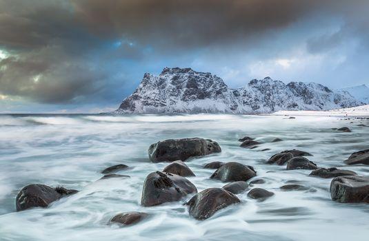 Utakleiv beach, Vestvågøy, Lofoten, Norway, Norwegian Sea, Beach Utaklyayv, Vestvogëj, Lofoten, Norway, Norvezhskoe Sea, sea, the mountains, stones, coast
