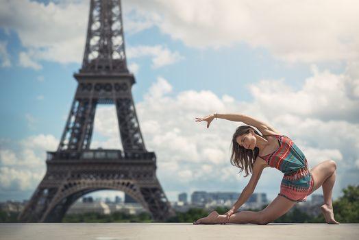 Elise Vanetti, Paris, France, Eiffel Tower, Paris, France, Eiffel Tower, girl, dancer, outside, hips