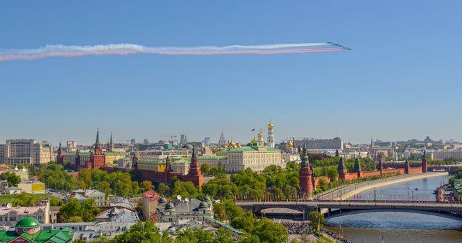 Moscow, Russia, Moscow-river, Kremlin, The Kremlin quay, Big Stone Bridge, 9th May, River, bridge, view, aircraft