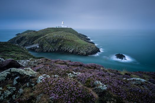 Strumble Head Lighthouse, Strumble Head, Pembrokeshire, Wales, England, Irish Sea, Cape Strumble Head, Pembrokeshire, Wales, England, Irish sea, lighthouse, sea, coast